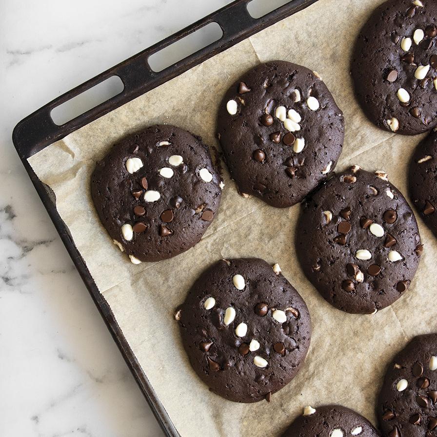 עוגיות שוקולד טבעוניות ענקיות