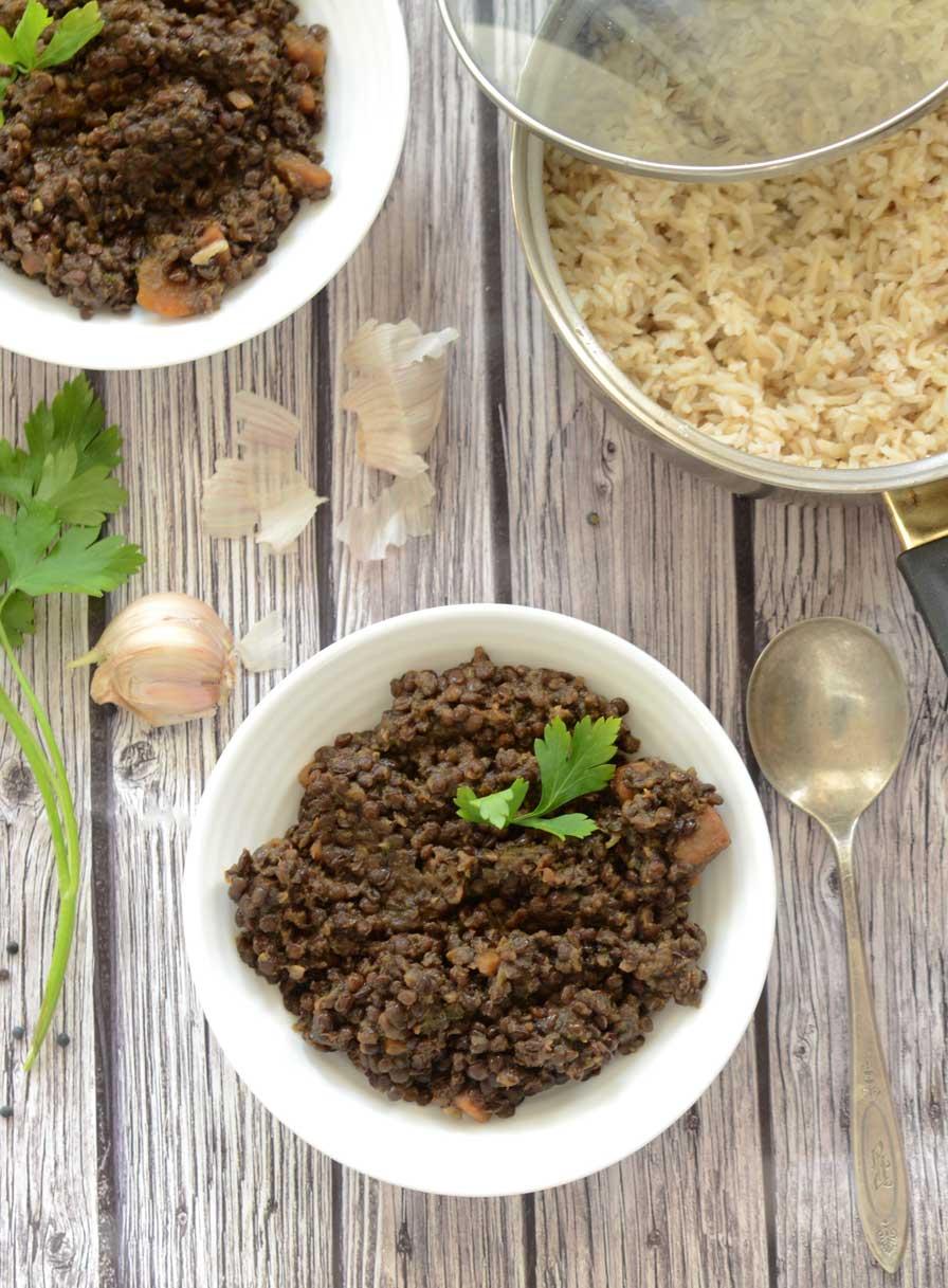 תבשיל עדשים שחורות טבעוני
