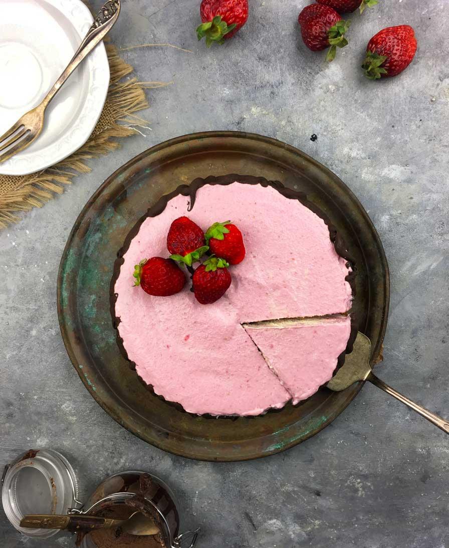 עוגת גבינה ותותים טבעונית