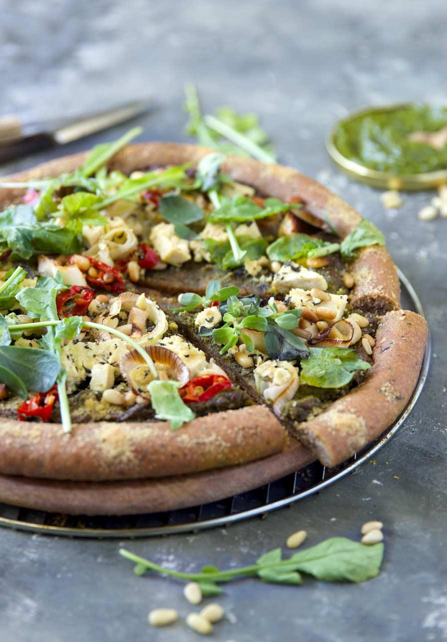 פיצה טבעונית עם פסטו טבעוני