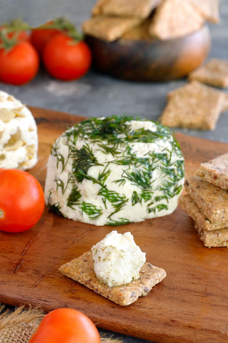 גבינת שקדים בשלושה טעמים