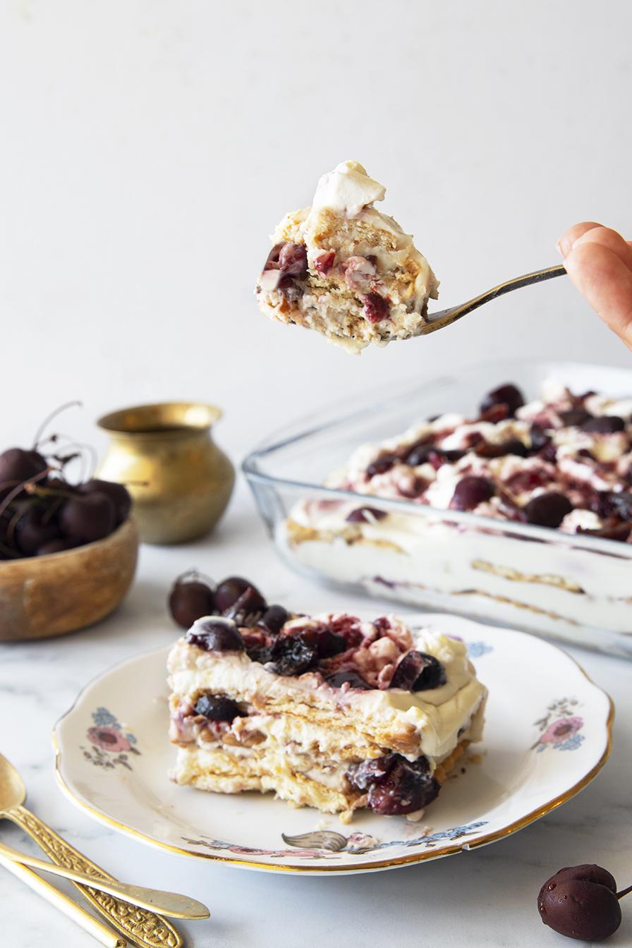 עוגת גבינה וביסקוויטים טבעונית
