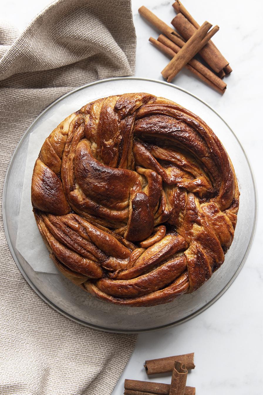 עוגת שמרים קינמון טבעונית