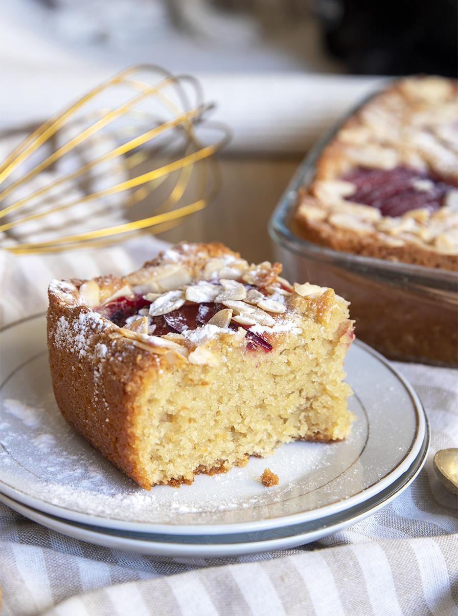 עוגת שזיפים ושקדים